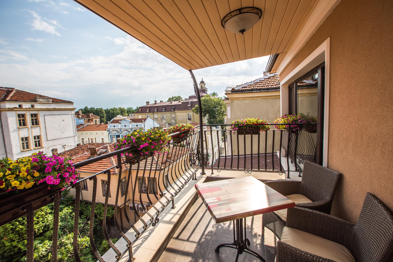 A4_terrace_view_1